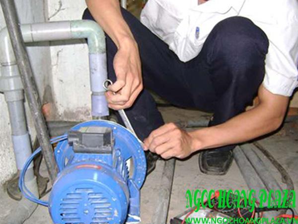 Thợ sửa máy bơm nước tại quận 4